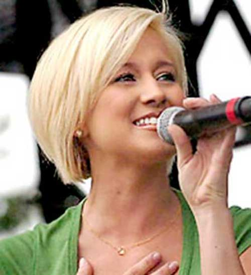 Kellie Pickler Bobs Hair