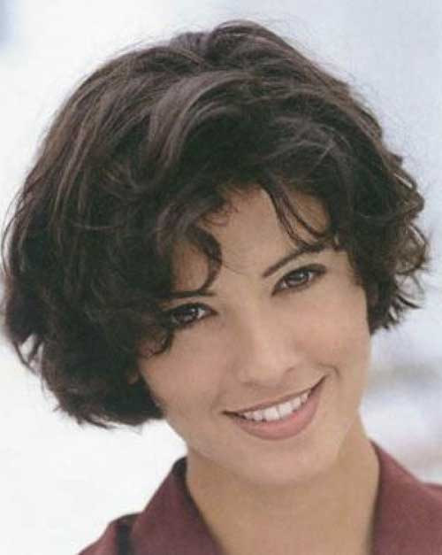 Cute Short Curly Bob Haircuts for Oval Faces