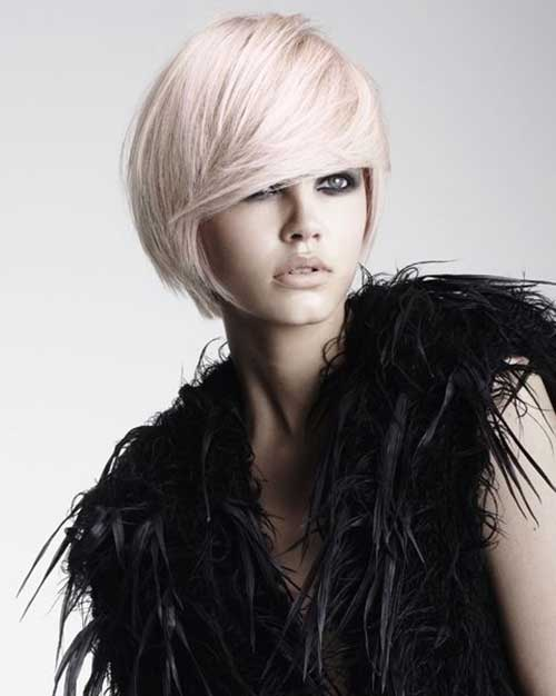 Strawberry White Blonde Side Parted Bob Hairstyles