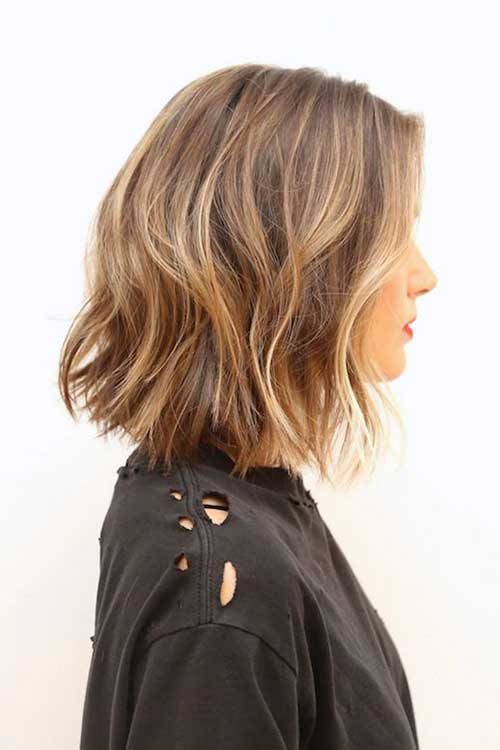 Wavy Blonde Highlighted Bob
