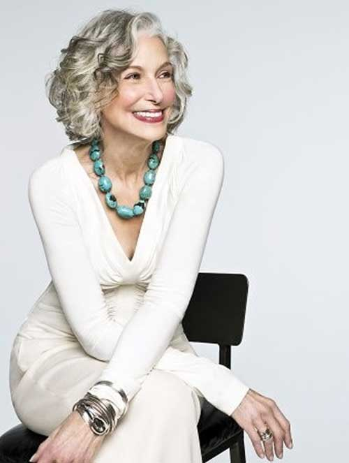 Chic Grey Bob Hairstyles for Mature Ladies