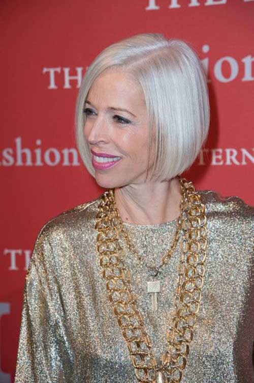 Chic Straight Short Bobs for Mature Women