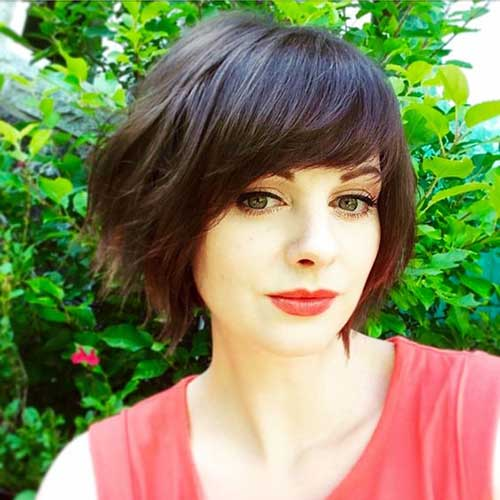 Bob Hairstyles with Side Bangs-6