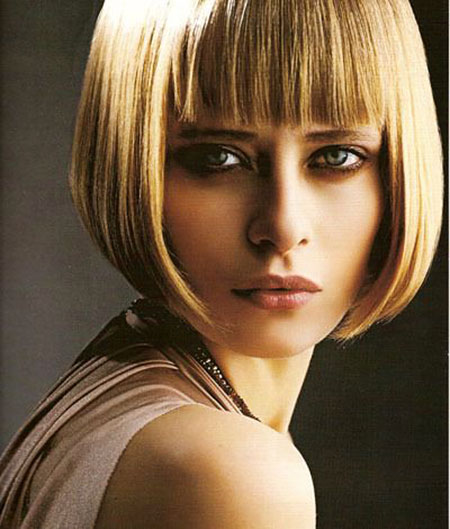 Bob Medium Line Blunt Blonde Bangs