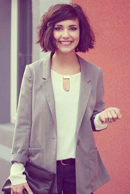 Short Wavy Round Face Bob Up Natural Messy Bobs Blazers