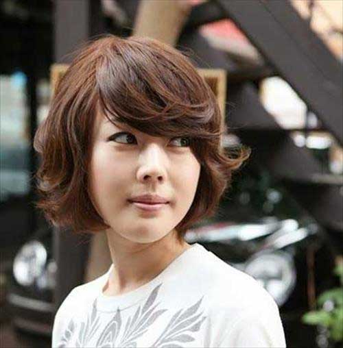 Chinese Short Wavy Bob Hairstyle