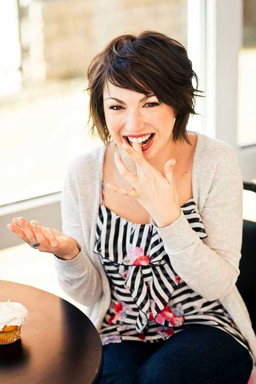 Layered Short Bob Hairstyles For Round Faces