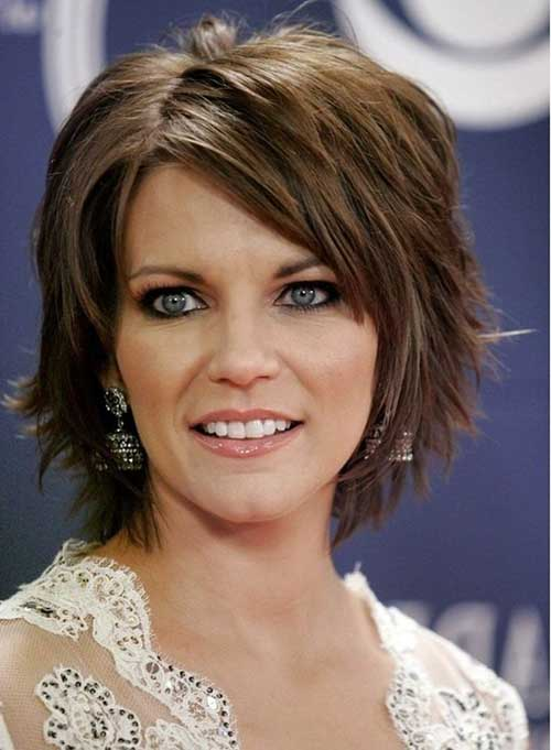 Short Layered Bob Hair with Side Bangs