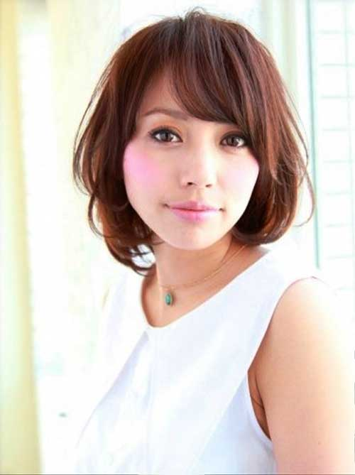Cute Japanese Bob Hairstyle with Bangs