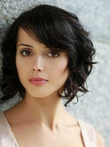 Short Wavy Bob Hairstyle for Oval Face Type