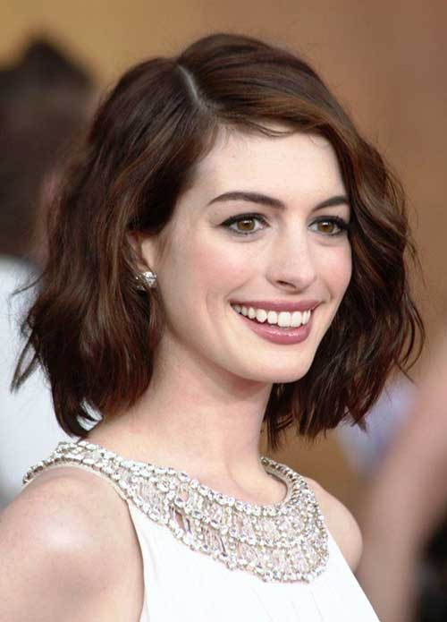 Wavy Bob Hairstyle Ideas for Oval Face