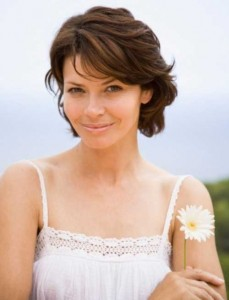 Cute Short Wavy Bobs for Round Faces