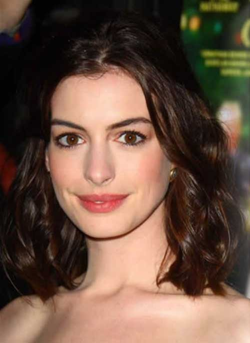 Anne Hathaway Long Wavy Bob Haircut