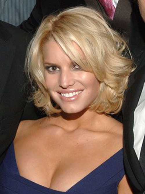 Jessica Simpson Wavy Hair Bob Cut