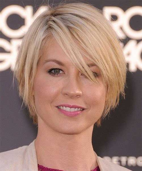 Short Bobs for Round Faces-16