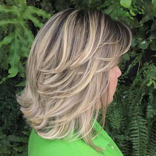 Short Feathered Layered Bob Haircuts-8